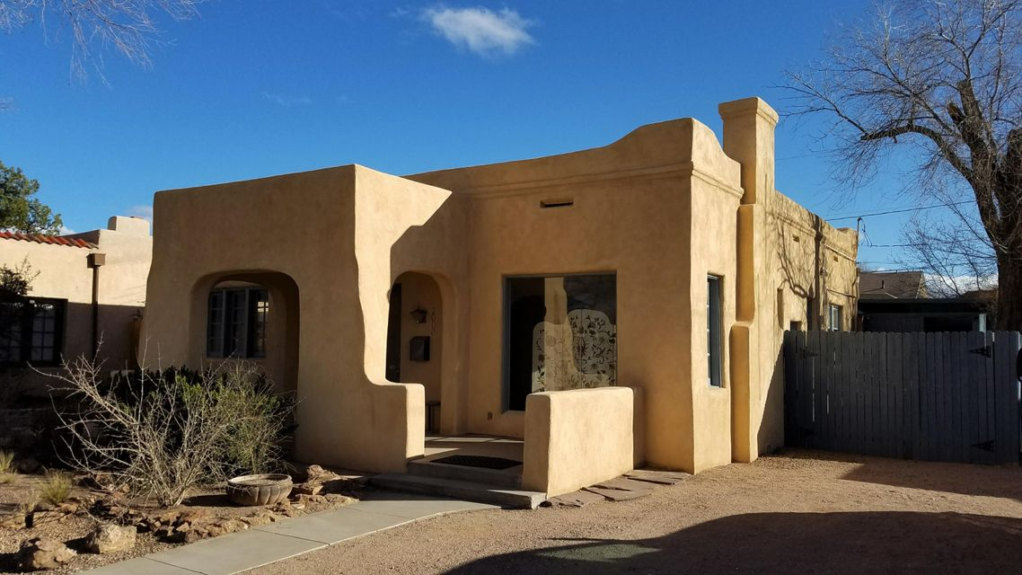 1008 Manzano Court NW, Albuquerque, NM 87102