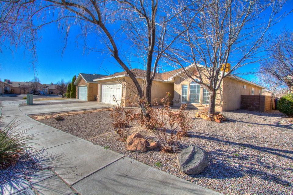 10215 Country Meadows Drive NW, Albuquerque, NM 87114