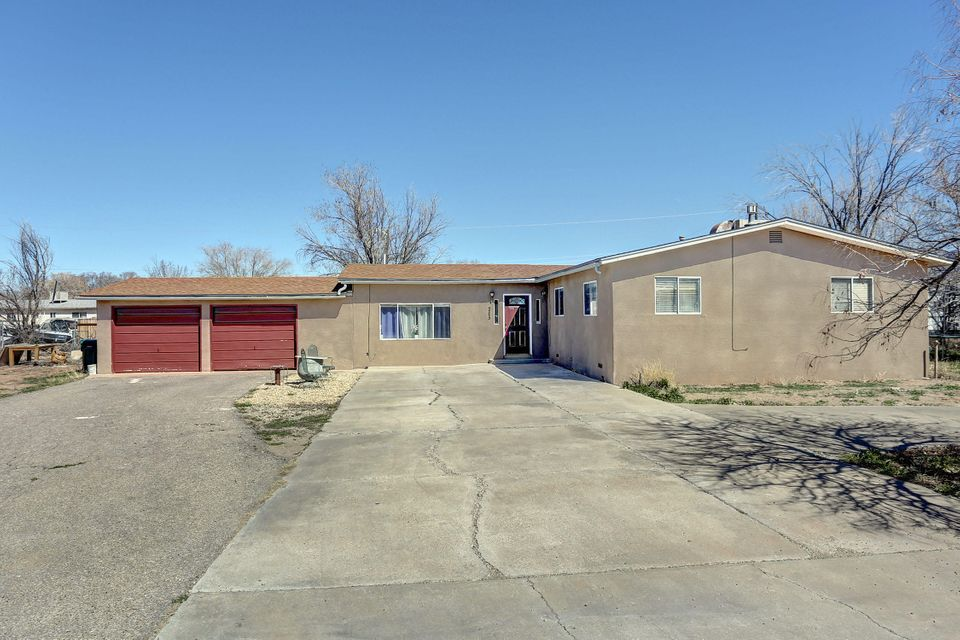 205 Calle Del Fuego NE, Albuquerque, NM 87113
