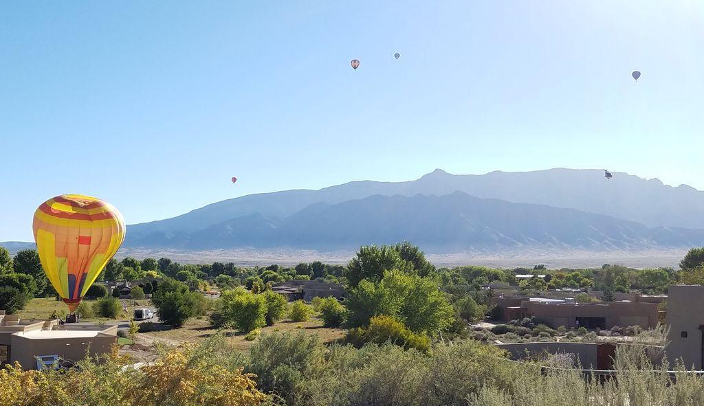 Thanes Way, Corrales, NM 87048