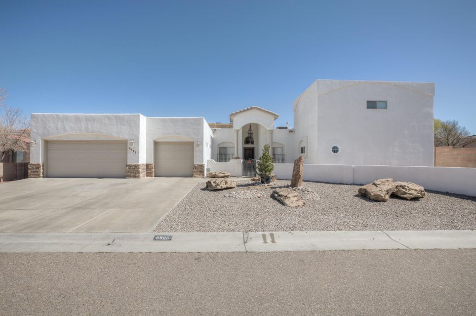 8900 Tor Lane NE, Albuquerque, NM 87122