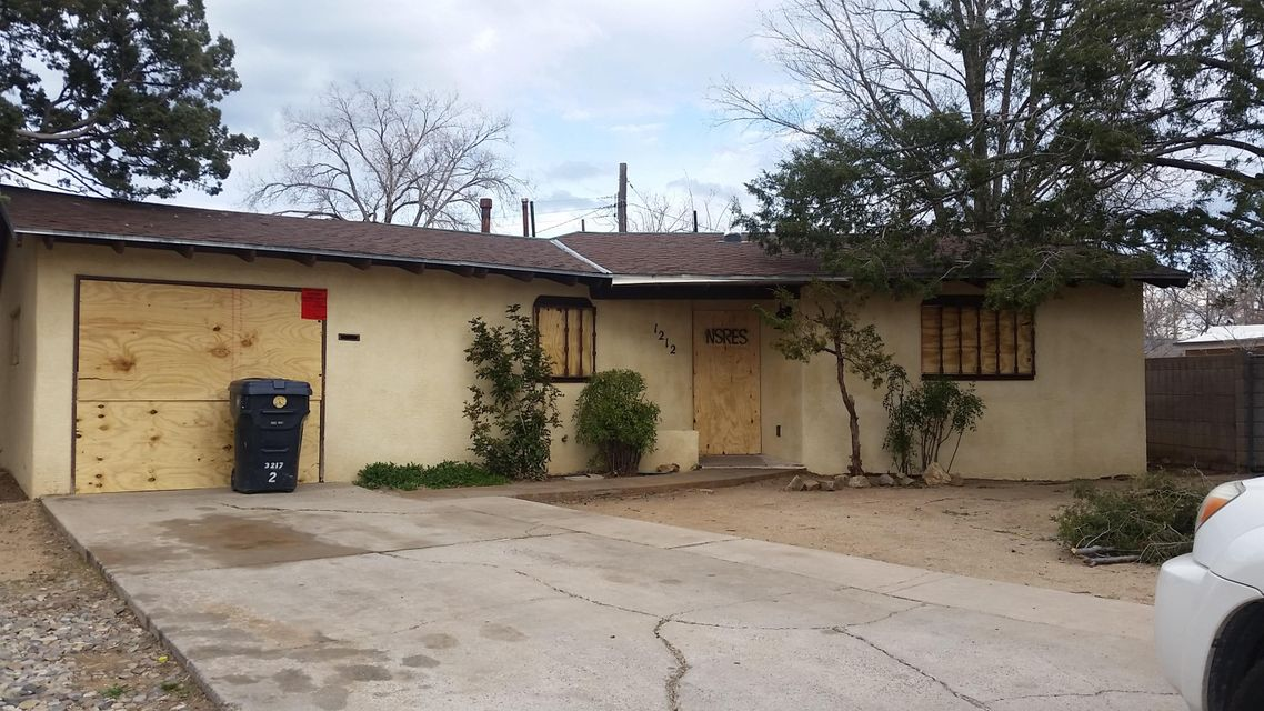 1212 Saint Street NE, Albuquerque, NM 87112