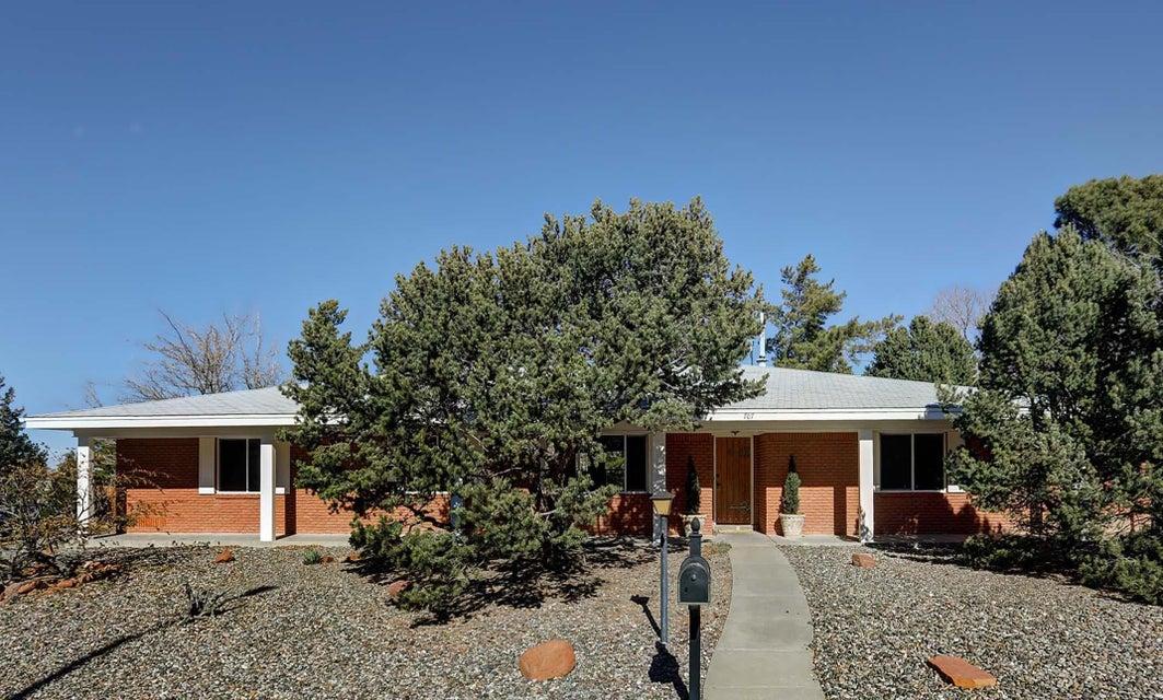 707 Lamp Post Circle SE, Albuquerque, NM 87123