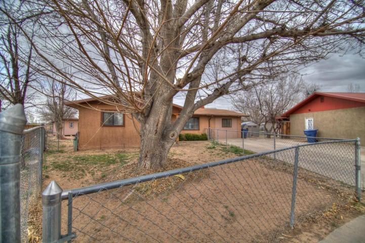 1020 Vasquez Court SE, Los Lunas, NM 87031