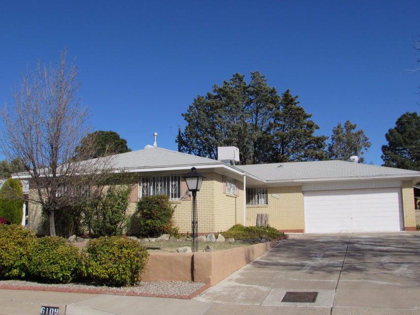6109 Mossman Place NE, Albuquerque, NM 87110