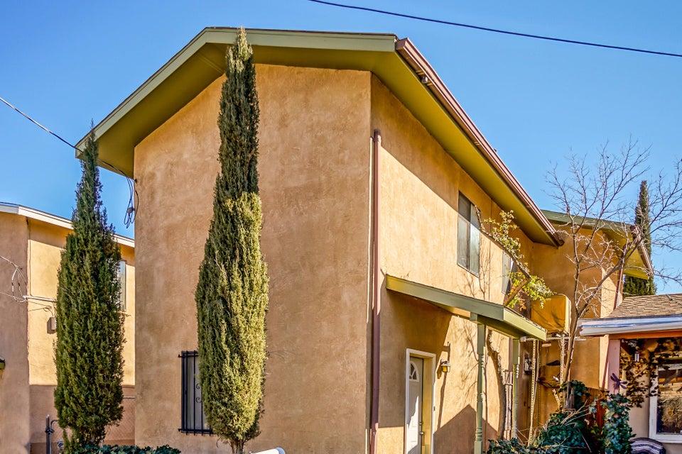 2422 Hollywood Avenue NW, Albuquerque, NM 87104