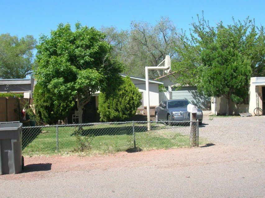 830 Arthur Drive SW, Albuquerque, NM 87105