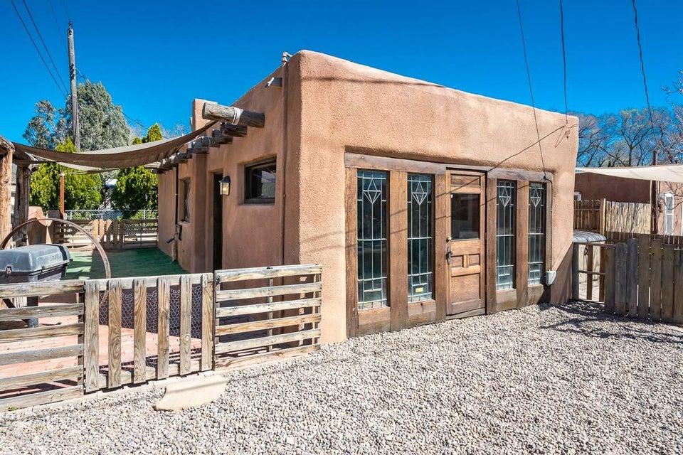 1621 Griegos Road NW, Albuquerque, NM 87107