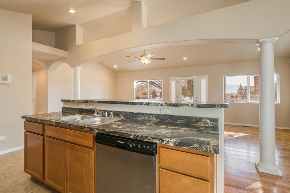 833 PALISADES Drive NW, Albuquerque, NM 87105