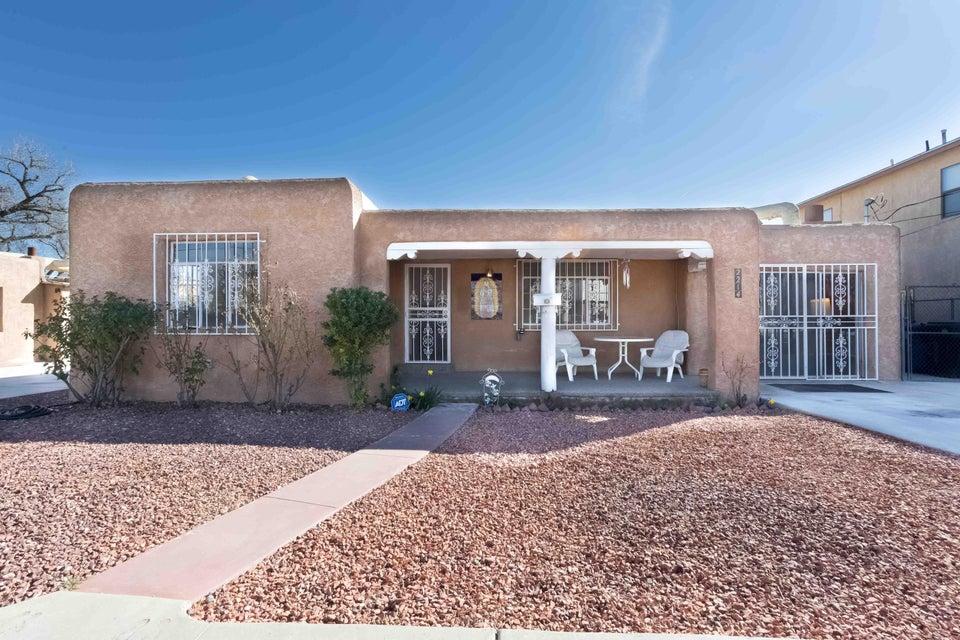 2214 Dora Avenue NW, Albuquerque, NM 87104