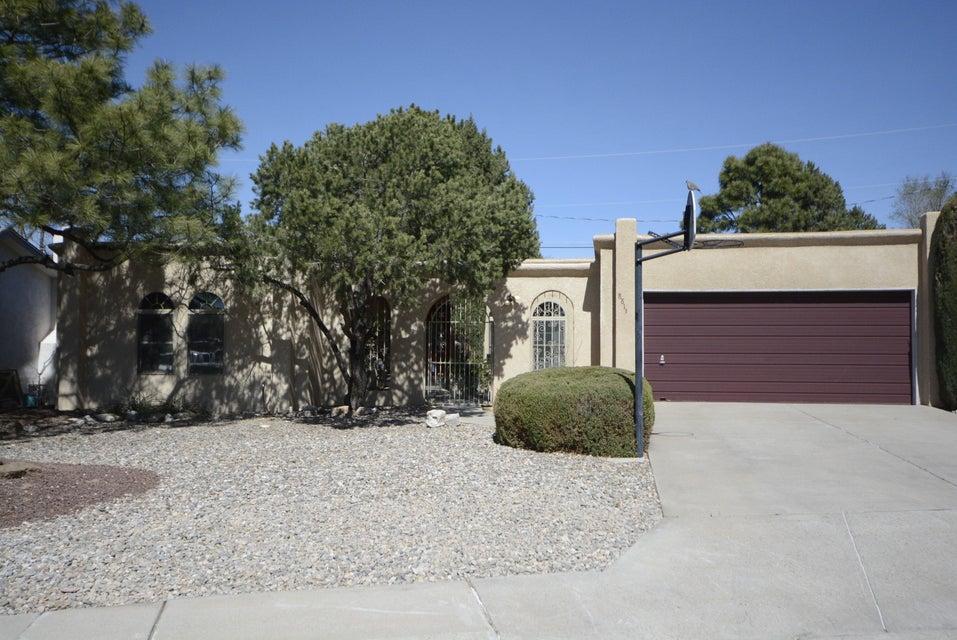 8813 Harwood Avenue NE, Albuquerque, NM 87111