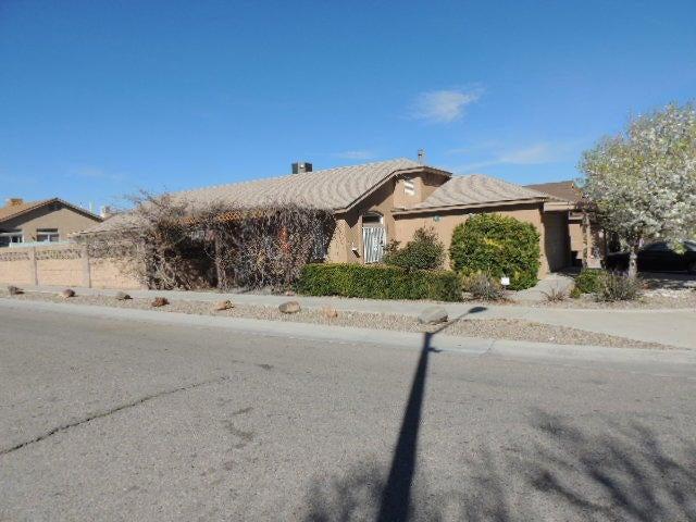 9923 Lone Mountain Avenue SW, Albuquerque, NM 87121