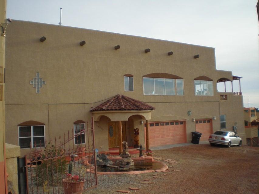 401 Camino De La Sierra NE, Albuquerque, NM 87123