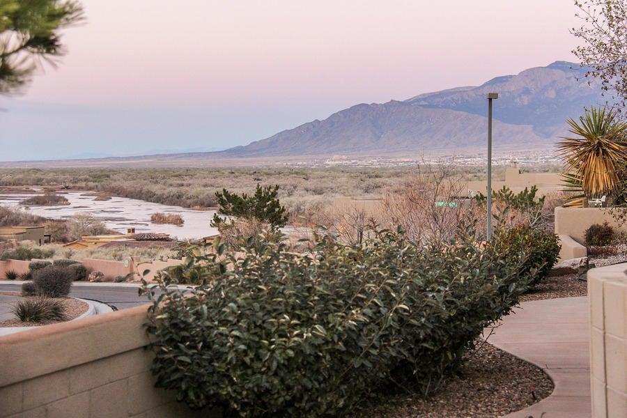 3939 Oxbow Village Lane NW, Albuquerque, NM 87120