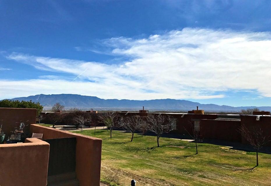 6 Link St NW, Albuquerque, NM 87120