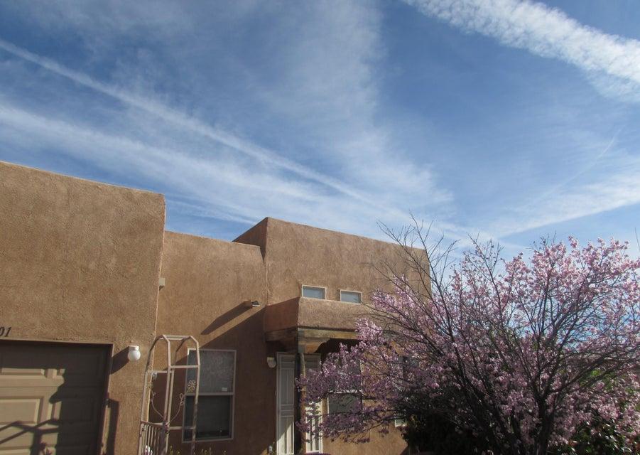 1701 Los Jardines Place NW, Albuquerque, NM 87104
