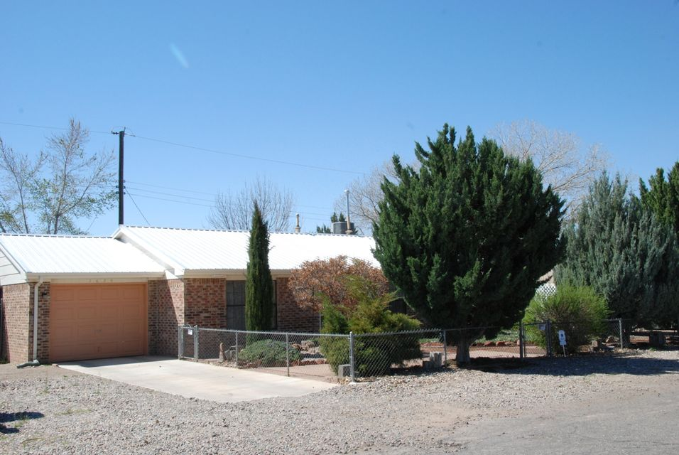 2628 Decker Avenue NW, Albuquerque, NM 87107