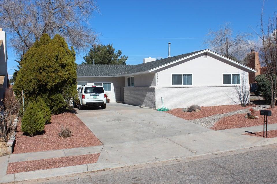 9217 Las Camas Road NE, Albuquerque, NM 87111