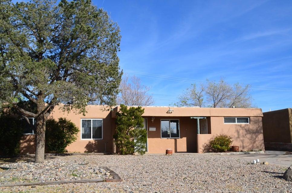 912 Laguayra Drive NE, Albuquerque, NM 87108