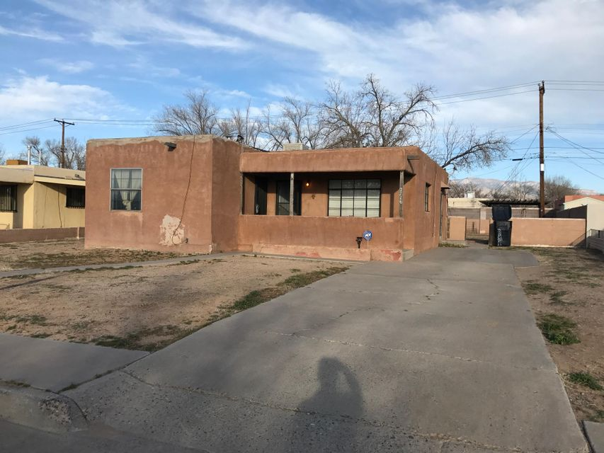 2716 Hermosa Drive NE, Albuquerque, NM 87110
