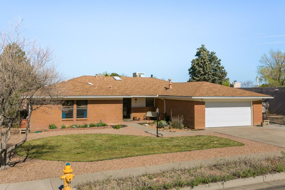 8701 PLYMOUTH ROCK Road NE, Albuquerque, NM 87109