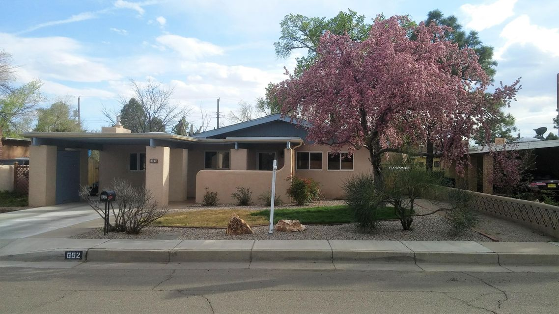 652 Gene Avenue NW, Albuquerque, NM 87107