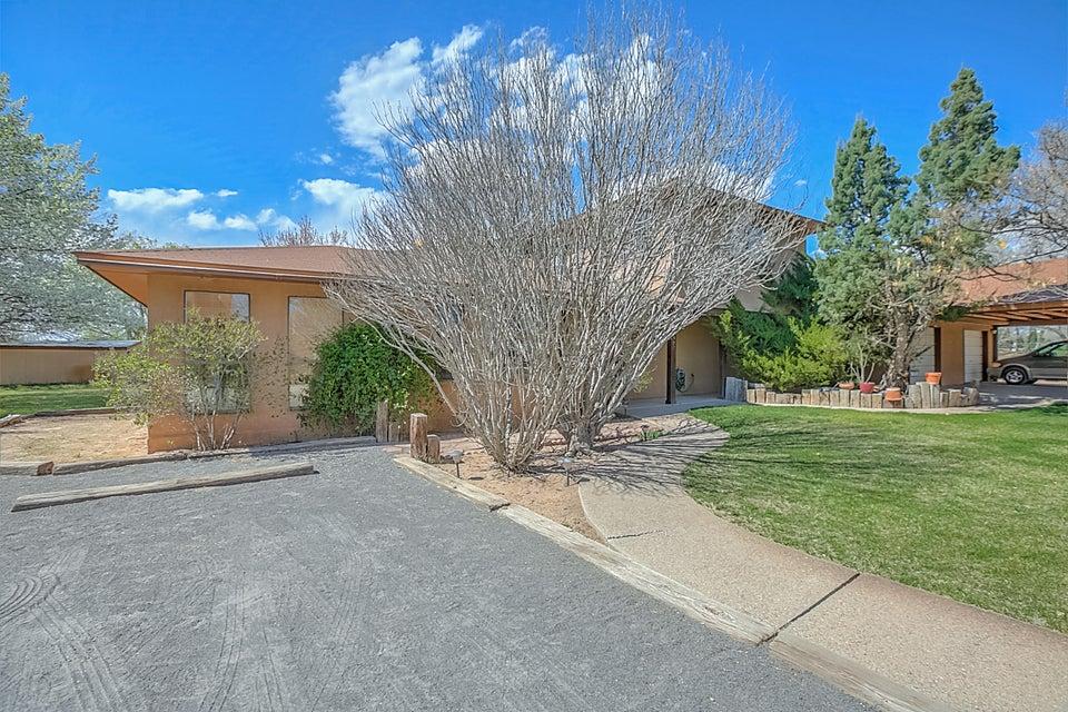8527 Rio Grande Boulevard, Los Ranchos, NM 87114