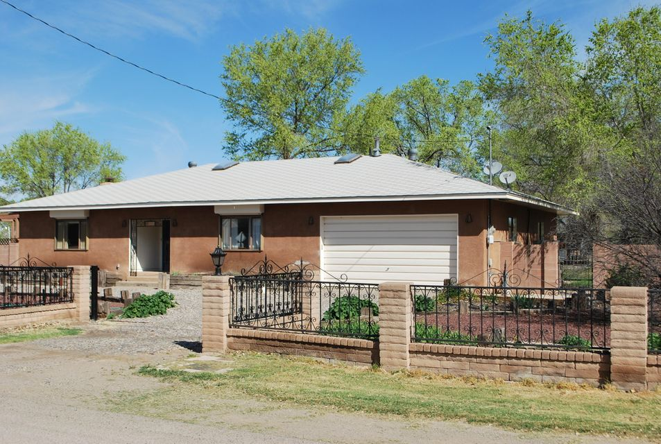 1907 Don Felipe Road SW, Albuquerque, NM 87105