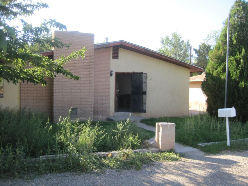 1211 Presidio Place SW, Albuquerque, NM 87105