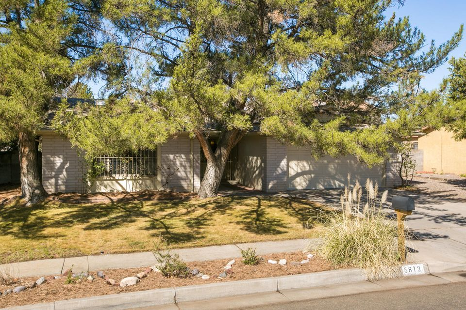 5813 Hayes Drive NW, Albuquerque, NM 87120