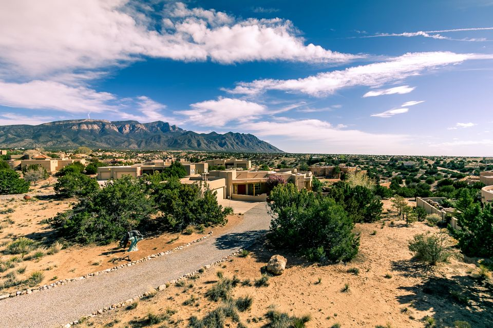 8 Desert Mountain Road, Placitas, NM 87043