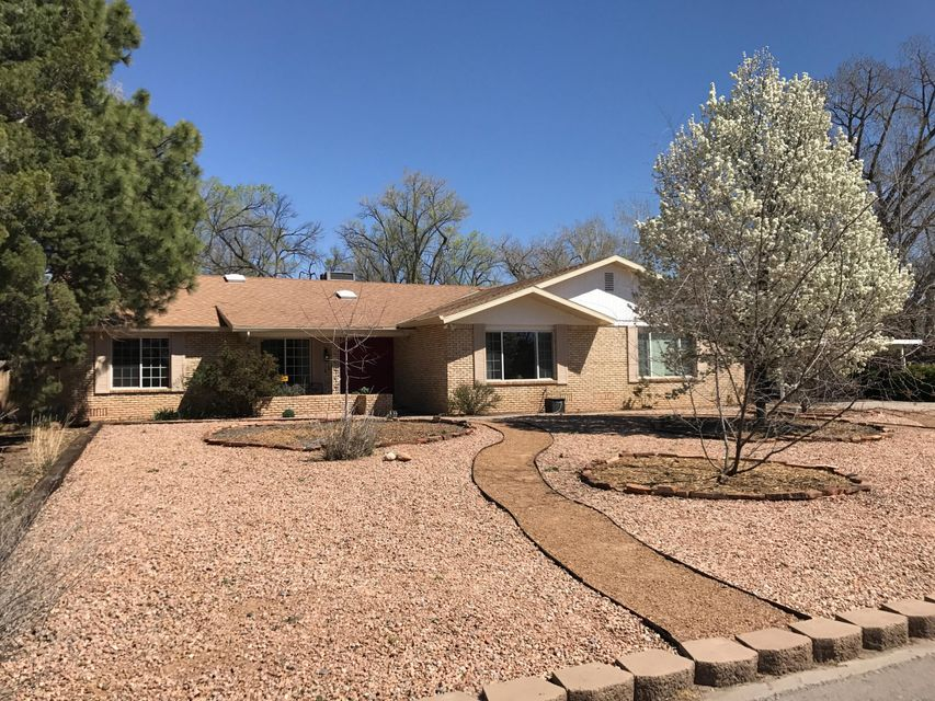 2305 Dietz Farm Road NW, Albuquerque, NM 87107