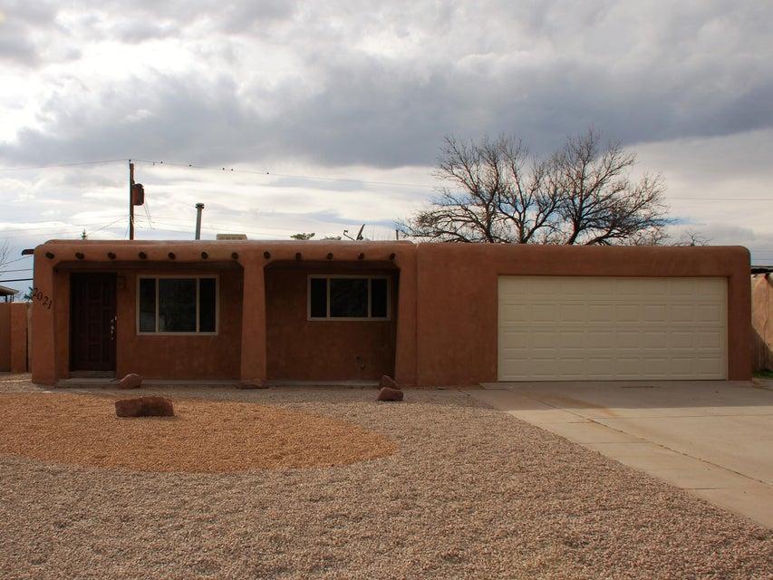 2021 Moon Street NE, Albuquerque, NM 87112