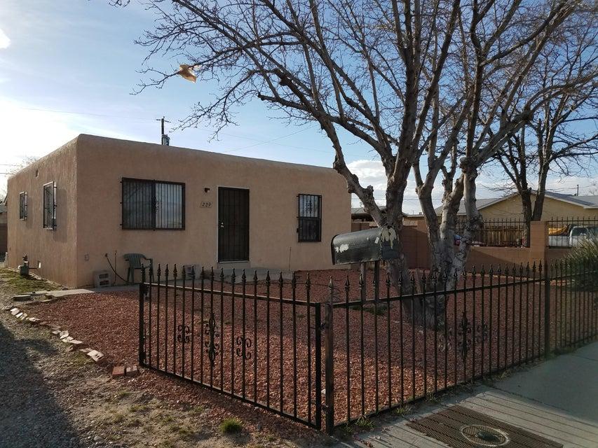 229 52nd Street SW, Albuquerque, NM 87105