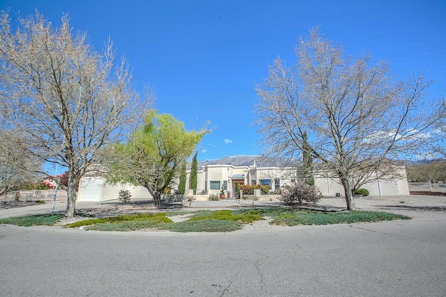 9900 San Bernardino Drive NE, Albuquerque, NM 87122