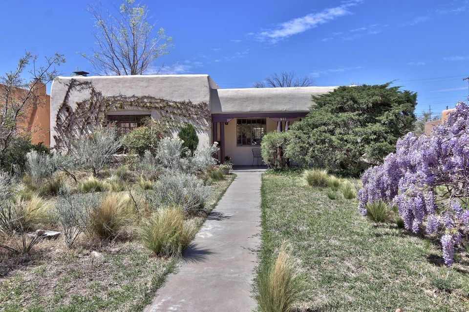 611 Richmond Drive NE, Albuquerque, NM 87106