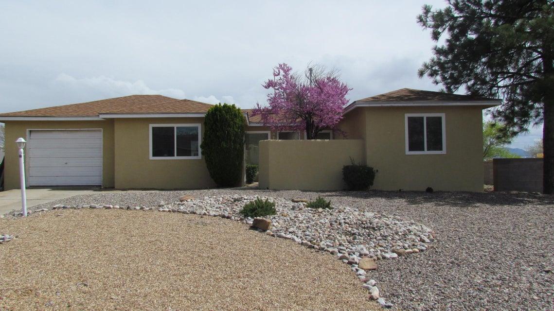 806 Gral Trevino Drive SE, Rio Rancho, NM 87124