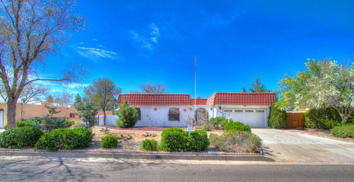 3706 Oakmount Drive SE, Rio Rancho, NM 87124