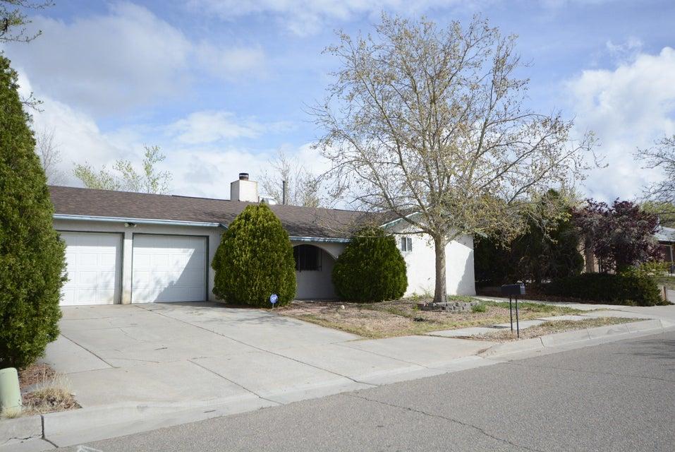 10409 Guadalajara Avenue NE, Albuquerque, NM 87111