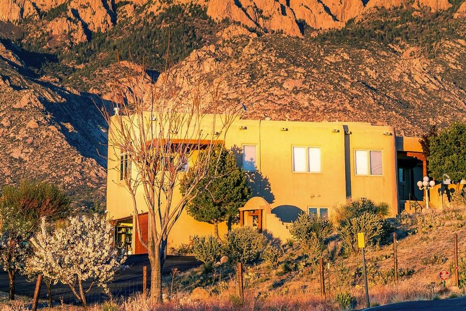 10901 Elena Drive NE, Albuquerque, NM 87122