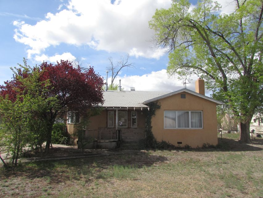 548 Mullen Road NW, Los Ranchos, NM 87107
