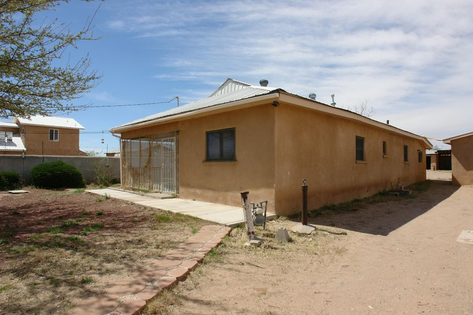 2029 Foothill Drive SW, Albuquerque, NM 87105