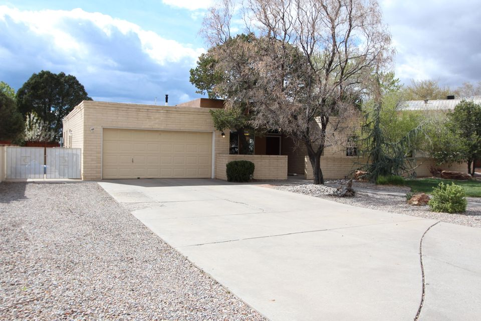 9207 Snowridge Court NE, Albuquerque, NM 87111