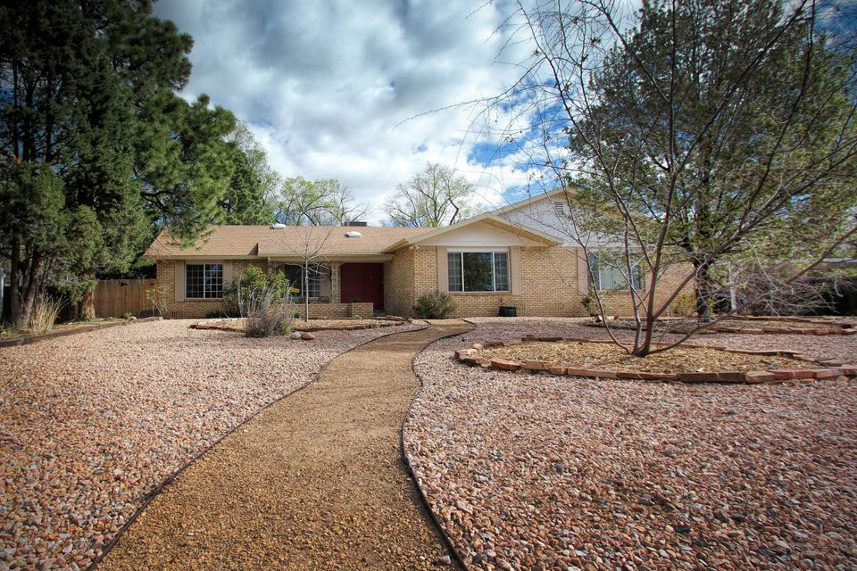 2305 Dietz Farm Road NW, Albuquerque, NM 87107