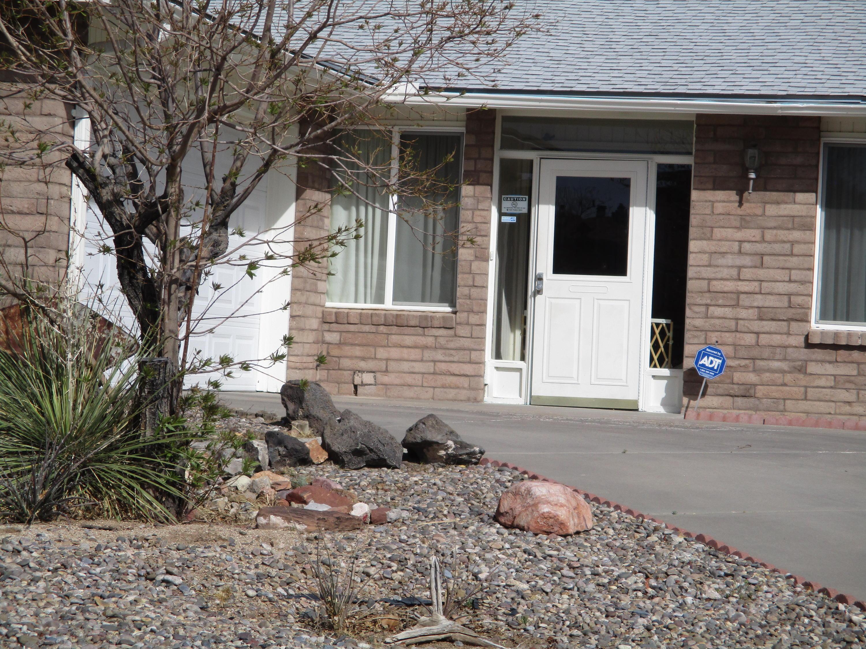 12205 Kinley Avenue NE, Albuquerque, NM 87112