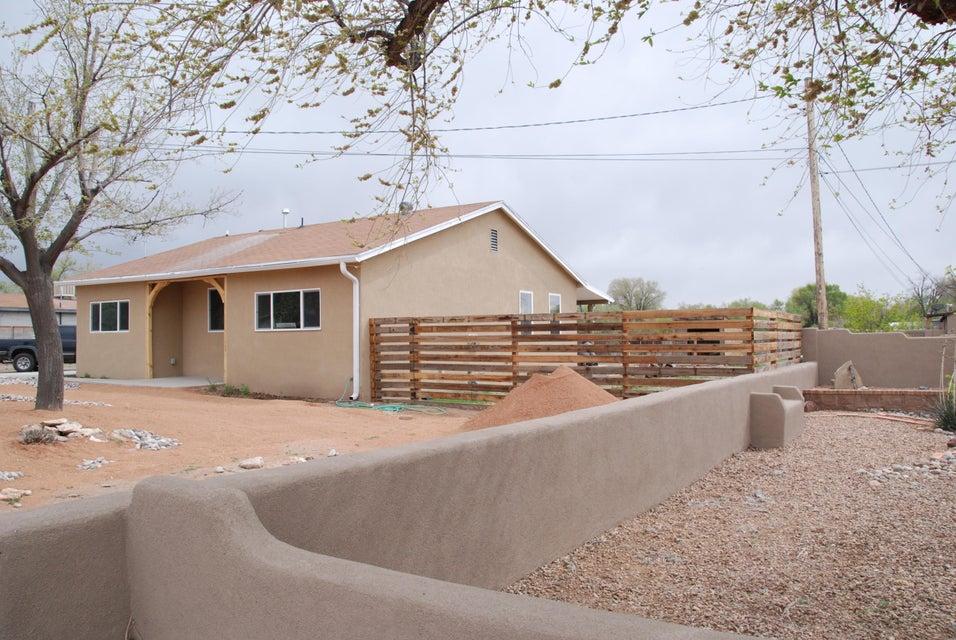 116 Willow Road NW, Albuquerque, NM 87107