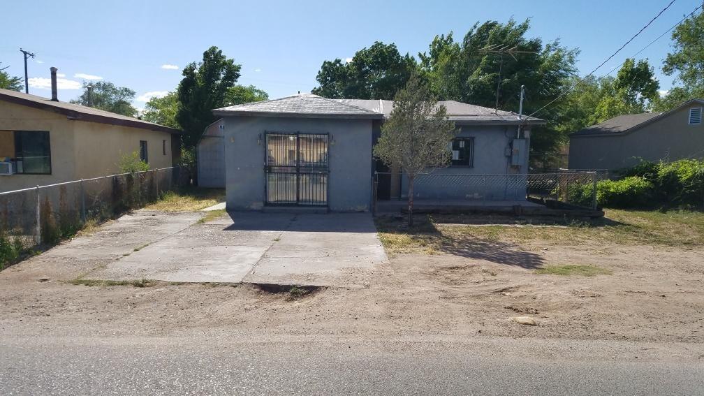 1627 La Vega Drive SW, Albuquerque, NM 87105