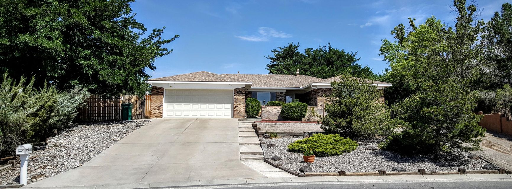 5201 Russell Drive NW, Albuquerque, NM 87114
