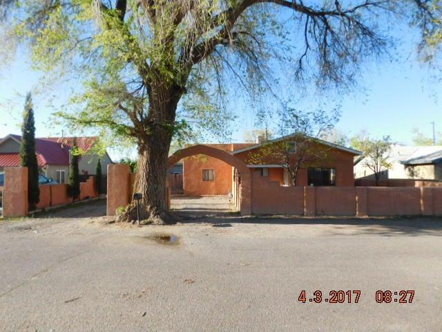 316 Del Aker Road NW, Los Ranchos, NM 87107
