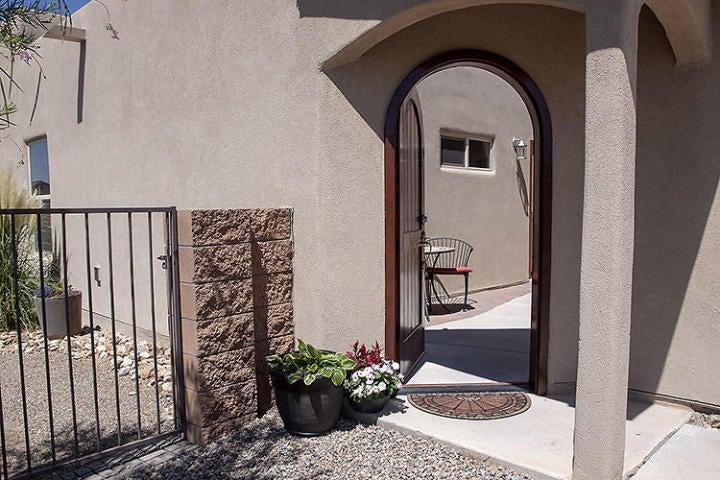 2035 Mountaineer Drive SE, Albuquerque, NM 87123